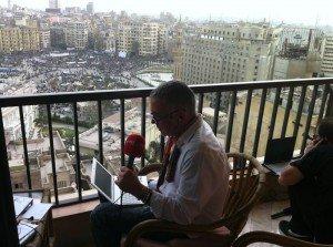 Juan Ramón Lucas, haciendo En Días Como Hoy en directo desde El Cairo
